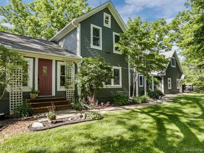 Lapeer County Single Family Home For Sale: 3225 Hollow Corners Road