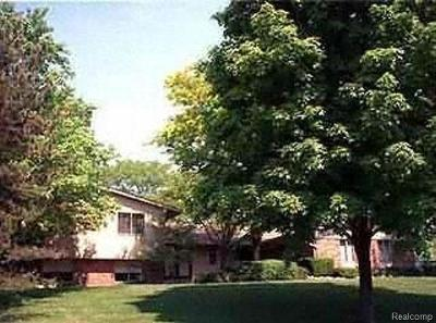West Bloomfield Twp Single Family Home For Sale: 2666 Peterboro Road