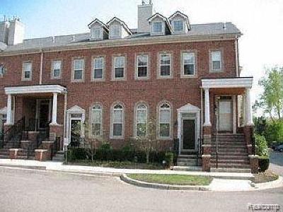 Livonia Condo/Townhouse For Sale: 16852 Farmington Road