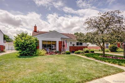 Livonia Single Family Home For Sale: 32153 Meadowbrook Street