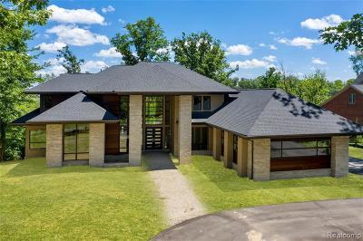 Bloomfield Twp Single Family Home For Sale: 1902 Heron Ridge Drive