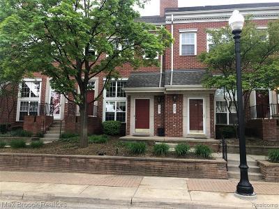 Royal Oak Condo/Townhouse For Sale: 125 W Kenilworth Avenue