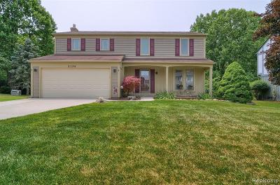 Rochester Hills Single Family Home For Sale: 2135 N Fairview Lane