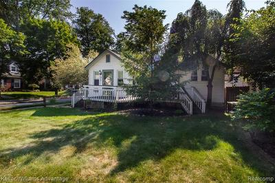Royal Oak, Ferndale, Berkley, Clawson, Pleasant Ridge Single Family Home For Sale: 924 N Alexander Avenue