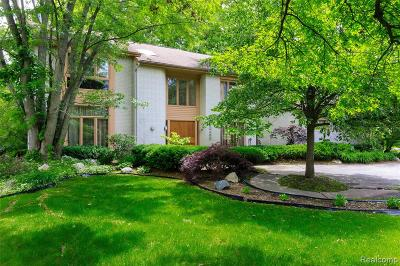 Farmington Hills Single Family Home For Sale: 30439 Fox Club Drive
