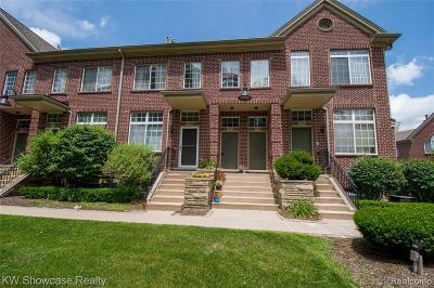 Walled Lake Condo/Townhouse For Sale: 1496 Crimson Way #4