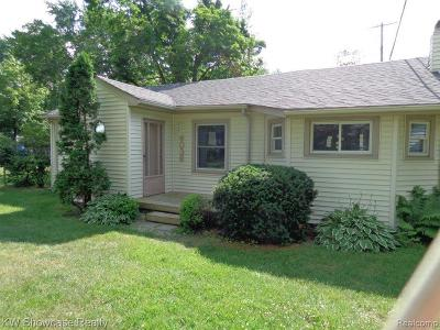 West Bloomfield Twp Single Family Home For Sale: 4036 Highland Court