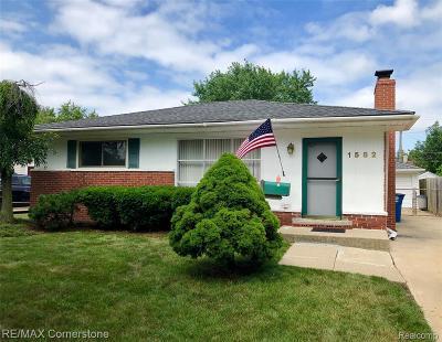 Wayne County Single Family Home For Sale: 1582 Berkshire