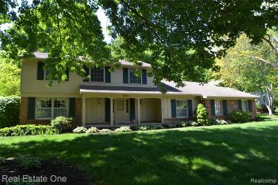 Farmington Hills Single Family Home For Sale: 33877 Hunters Pointe Road