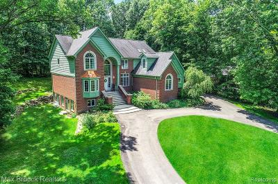 West Bloomfield Twp Single Family Home For Sale: 5443 Possum Lane