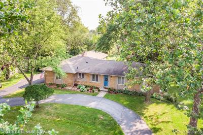 Bloomfield Twp Single Family Home For Sale: 439 Roanoke Drive