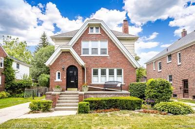 Grosse Pointe Single Family Home For Sale: 893 Rivard Boulevard