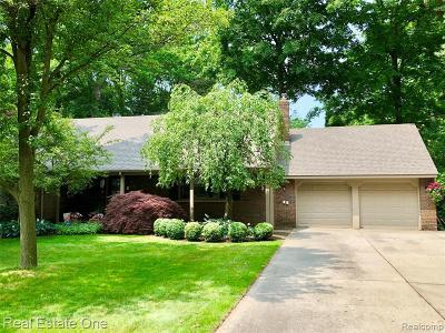 Utica Single Family Home For Sale: 46237 Hecker Drive