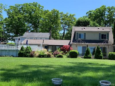 Single Family Home For Sale: 5733 Long Pointe Drive