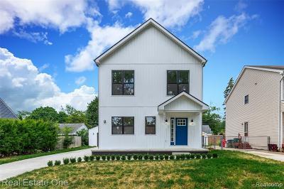 Berkley Single Family Home For Sale: 1591 Larkmoor Boulevard