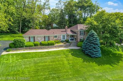Bloomfield Twp Single Family Home For Sale: 3835 Lakecrest Drive
