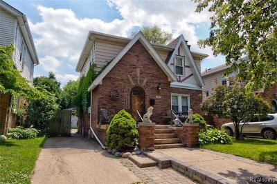 Royal Oak Single Family Home For Sale: 2410 Yale Avenue