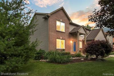 Walled Lake Single Family Home For Sale: 130 Chestnut Ridge