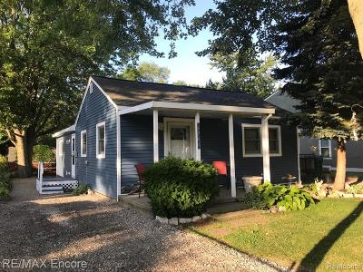 Waterford Twp Single Family Home For Sale: 6766 Saline Drive
