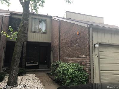 Macomb County, Oakland County, Wayne County Single Family Home For Sale: 5852 Vassar