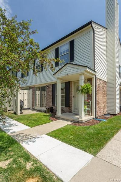 Walled Lake Condo/Townhouse For Sale: 1476 Dover Hill S #31