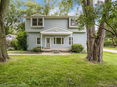 Harrison Twp MI Single Family Home For Sale: $249,900