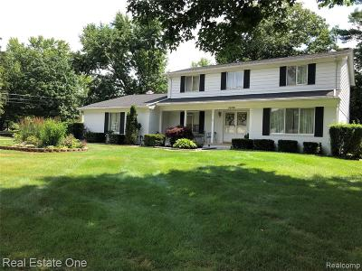 Farmington Hills Single Family Home For Sale: 30180 Fernhill Drive