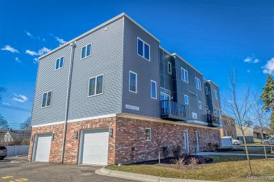 Royal Oak Condo/Townhouse For Sale: 4221 W Fourteen Mile Road
