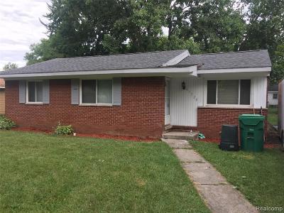 Wayne County Single Family Home For Sale: 41720 Arthur Street