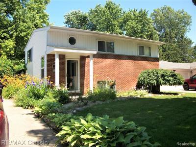 Milford Vlg MI Single Family Home For Sale: $211,000