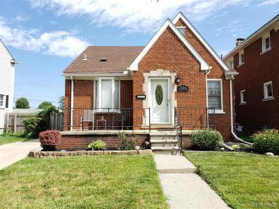Wyandotte Single Family Home For Sale: 536 Emmons Boulevard