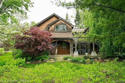 Keego Harbor, Sylvan Lake Single Family Home For Sale: 2340 Maplewood Street
