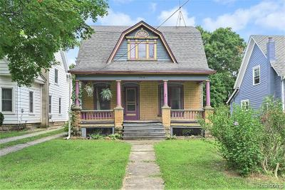 Fenton, Linden, Holly Twp, Grand Blanc, Hartland Twp, Swartz Creek, Highland Twp, Milford Single Family Home For Sale: 504 N Bridge Street
