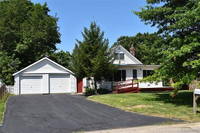 South Lyon MI Single Family Home For Sale: $169,000