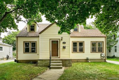 Berkley Single Family Home For Sale: 2060 Oakshire Avenue