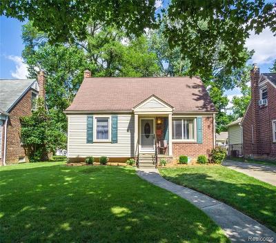 Royal Oak Single Family Home For Sale: 3030 N Connecticut Avenue
