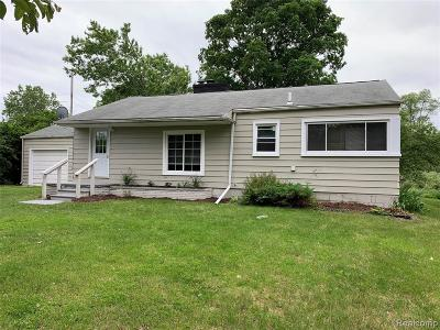 Oakland Twp Single Family Home For Sale: 1500 N Rochester Road