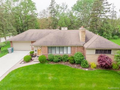 Dearborn Single Family Home For Sale: 111 Golfcrest