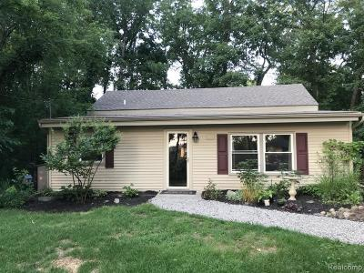Fenton, Linden, Holly Twp, Grand Blanc, Hartland Twp, Swartz Creek, Highland Twp, Milford Single Family Home For Sale: 3344 Lakeview Boulevard