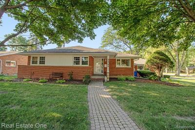 Dearborn Heights Single Family Home For Sale: 25703 Loch Lomond Drive
