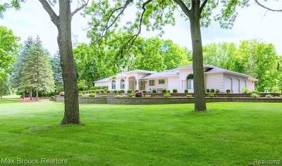 West Bloomfield Twp Single Family Home For Sale: 5720 Bloomfield Glens Road