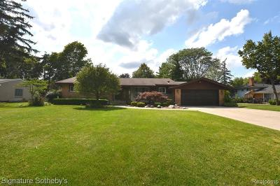 Farmington Hills Single Family Home For Sale: 32036 Red Clover Road