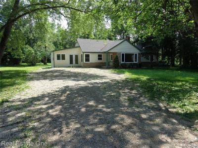 Wixom Single Family Home For Sale: 3843 W Maple Road