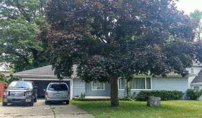 Keego Harbor, Sylvan Lake Single Family Home For Sale: 2285 Maddy Lane
