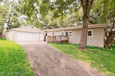 Holly Single Family Home For Sale: 4329 N Hill