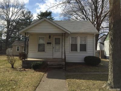Madison Heights MI Single Family Home For Sale: $110,000
