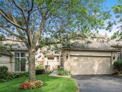 Farmington Hills Condo/Townhouse For Sale: 29490 Cove Creek Lane