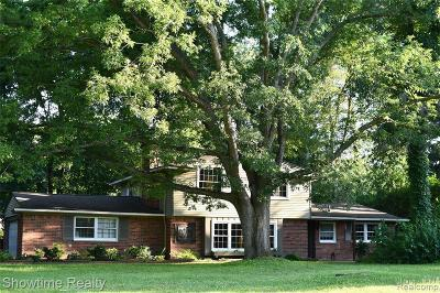 Bloomfield Twp Single Family Home For Sale: 1210 Ashover Drive
