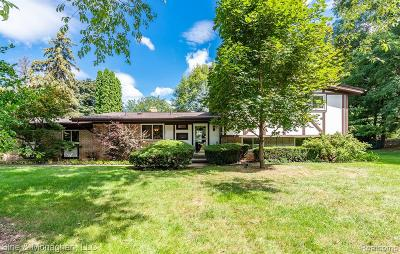 Bloomfield Twp Single Family Home For Sale: 440 Henley Court