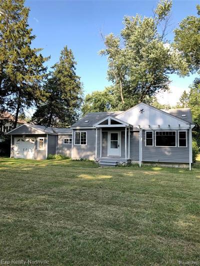 Farmington Hills Single Family Home For Sale: 20918 Tuck Road